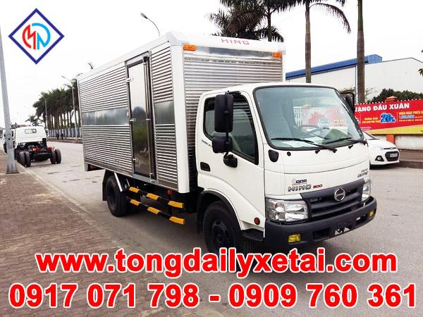 Xe Tải Hino WU352L Thùng Kín (4.5 Tấn)