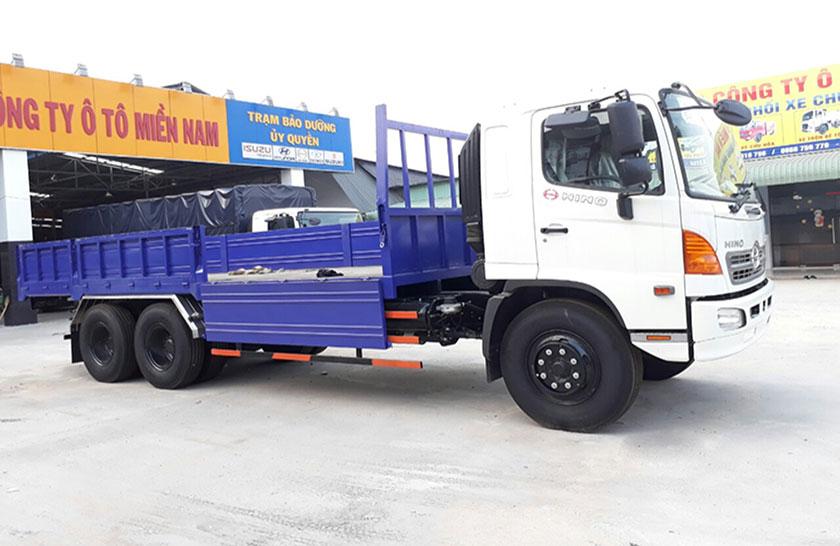 xe tải Hino 3 chân